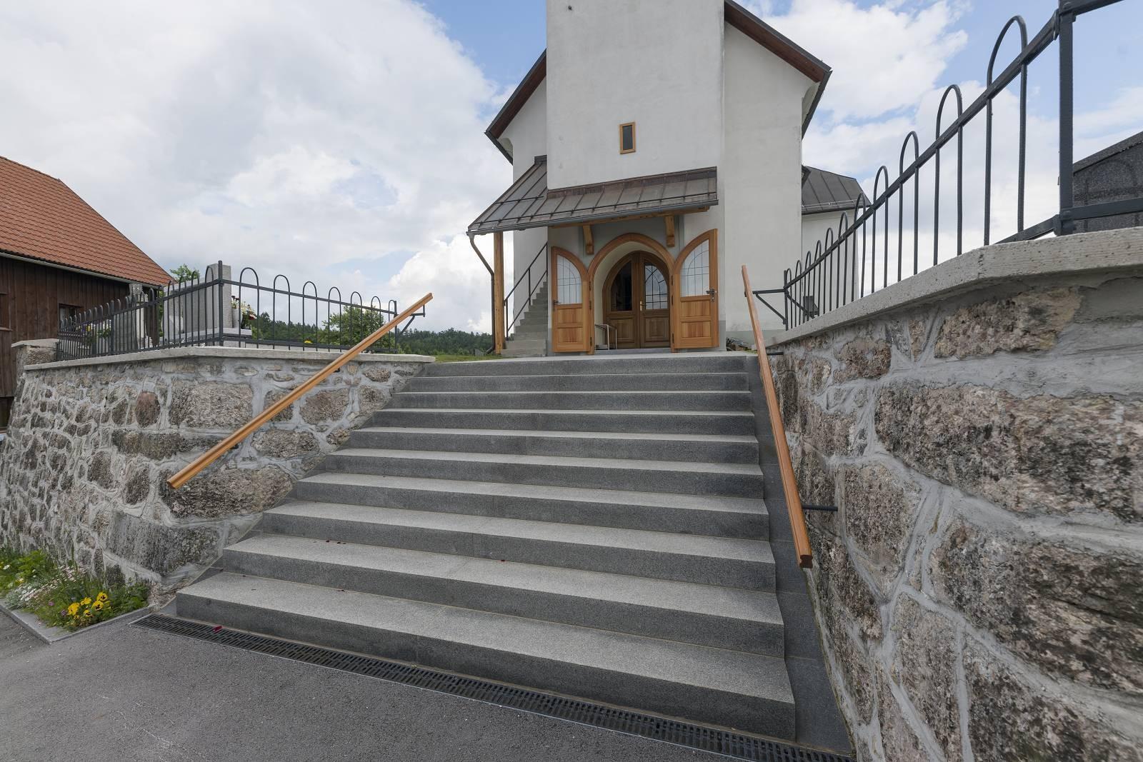 ZAB_2262Fotografija_R_Zabukovec_Nas_dom_Gore_stopnisce_(1600_x_1200).jpg